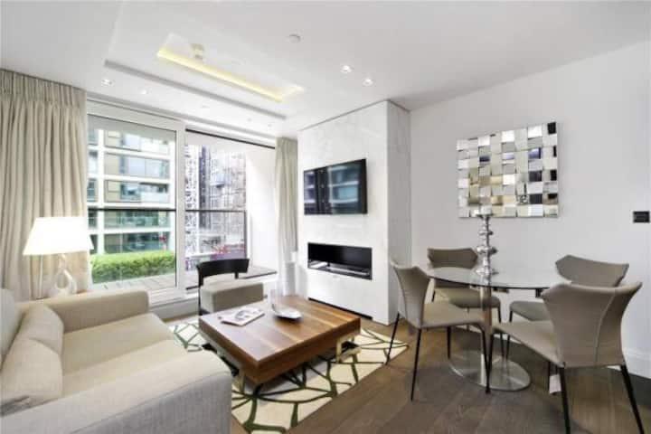 Unique, Luxurious, Kensington Flat