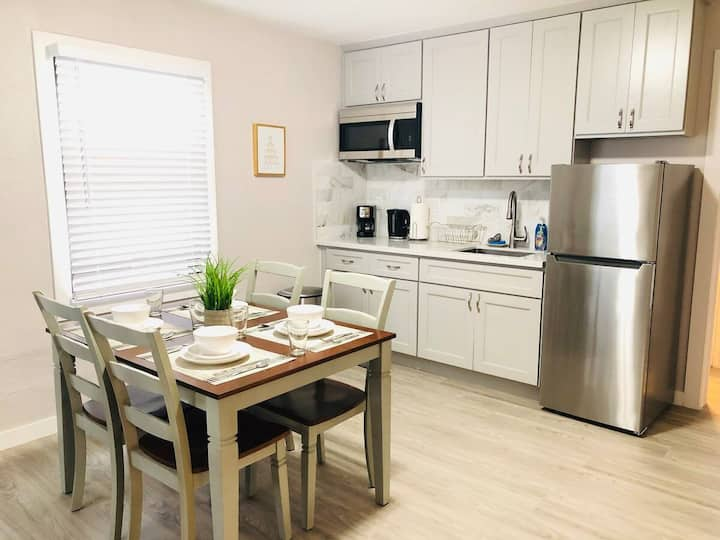Warm & Cozy 4 Bedrooms2 Baths next to Mall & Bart