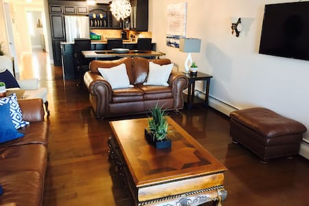 Luxury Waterfront 2+1 bdrm Condo  Downtown Ch'town