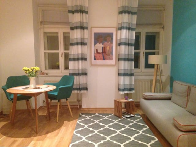 Super Central Cozy Studio - Hip & Historical Area - Vienna