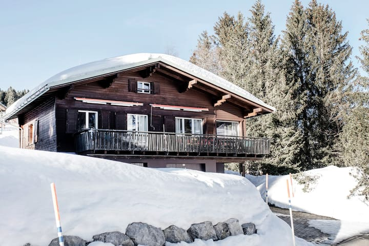 Renovated Chalet@Slopes:Sauna,2EBikes, 5Rms/2-7Pax