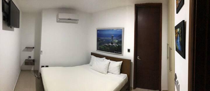 HOTEL SUITES CARIBE-HABITACIÓN CAMA DOBLE MATRNIAL