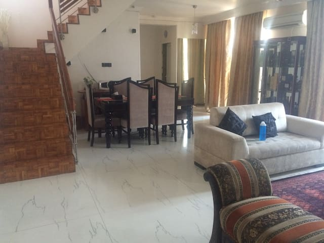 Available for family/ females/Expat - Gurgaon - Apartament