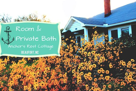 Room in quaint Beaufort cottage-pet sitter nearby - Beaufort