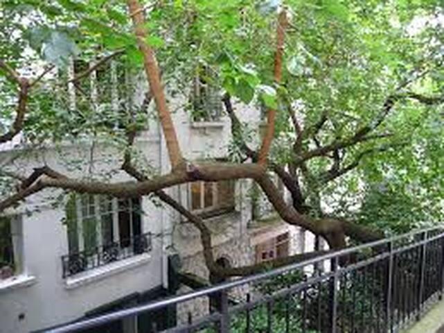 Little romantic artsy loft in Montmartre