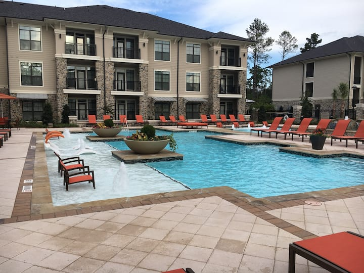Spacious 2 Bedroom / 2 Bath Condo in The Woodlands**