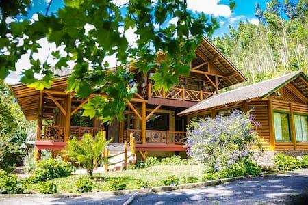 Linda casa de campo em meio a natureza!!!
