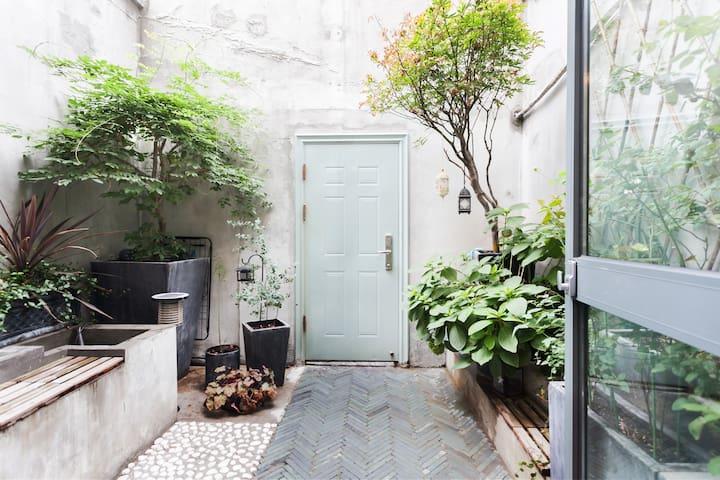 入住【青砖】超美石库门花园洋房的公寓型住宅,优雅花园法租界独一无二