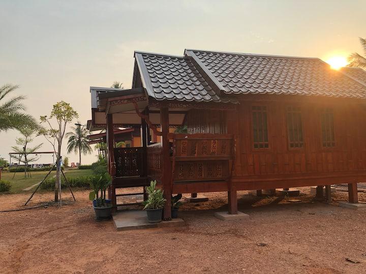 บ้านน็อคดาวเรือนไทย ศิริพร รีสอร์ต