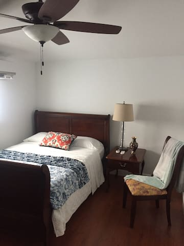 Cozy bedroom in Miami Springs - Miami Springs - Huis