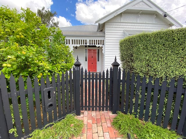 Lovely Family Home - Geelong West - Kids/Pets OK