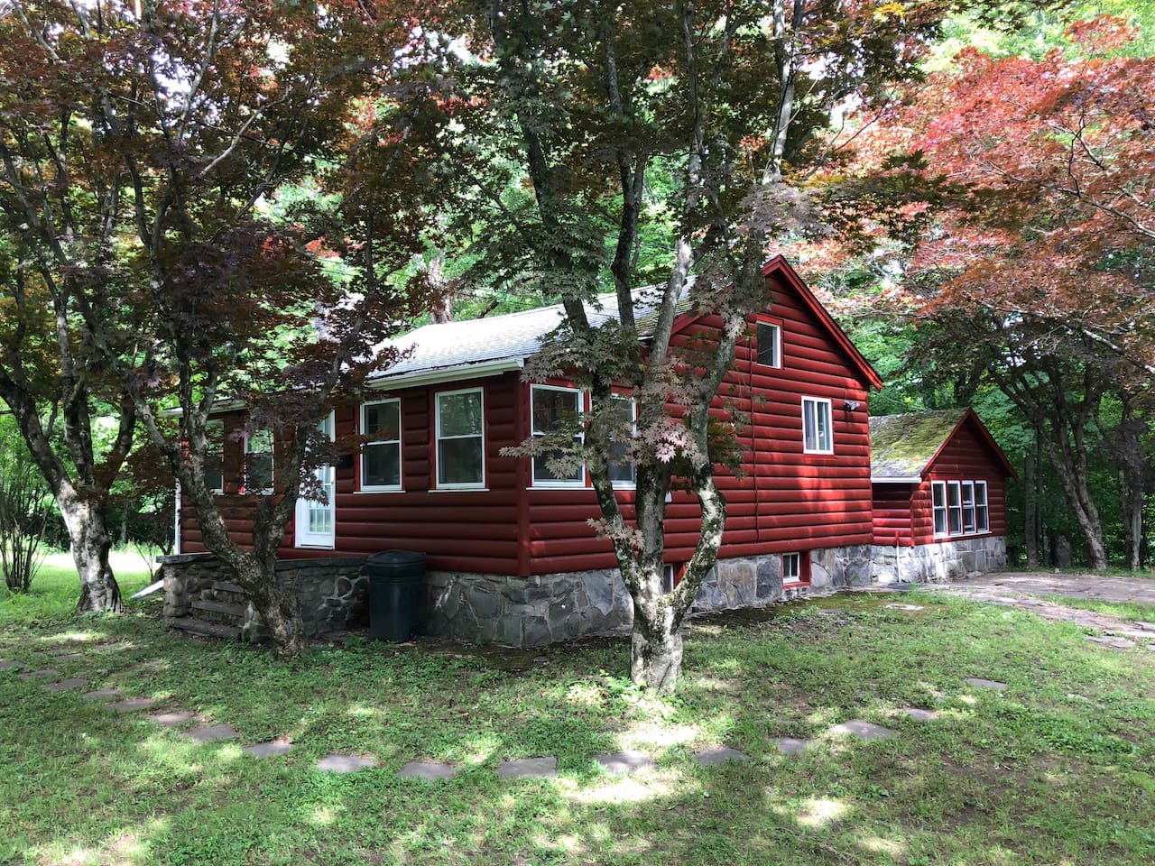 Quiet, clean place on eight wooded acres minutes from Bethel Woods and Kauneonga Lake.