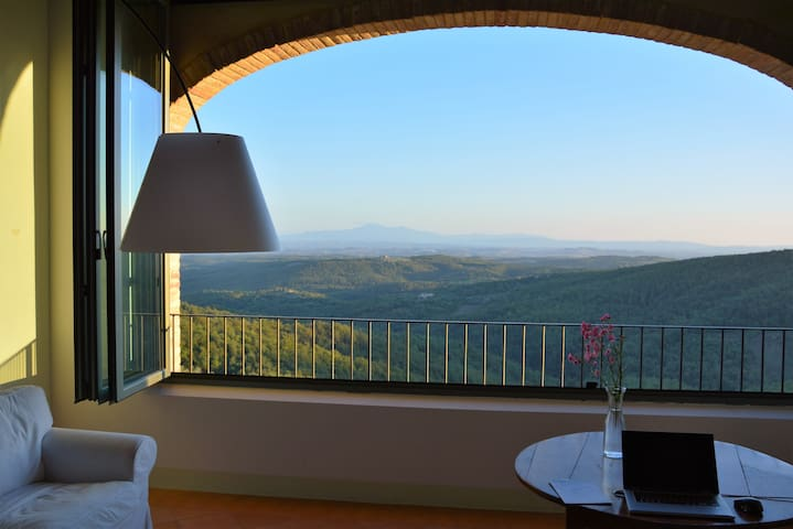 STUNNING VIEWS ON CHIANTI REGION - Rosennano - Dom