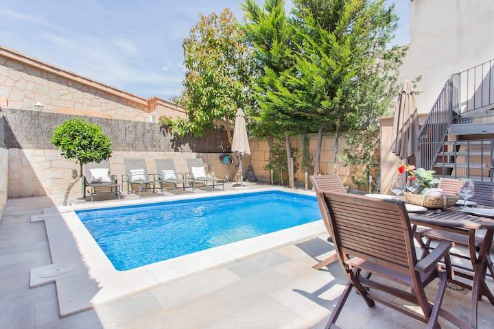 Moderna planta baja céntrica con piscina privada