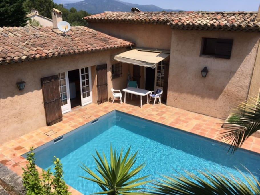 Chambre c mas provencal et piscine valbonne villas for Piscine mouans sartoux