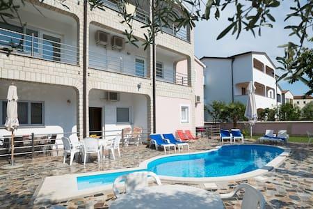 Villa Baldi - house with pool in Tar, Croatia APP2 - Tar - วิลล่า