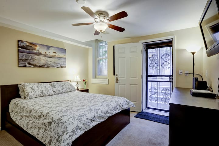 1880s Historic Apartment By Downtown 420 Friendly