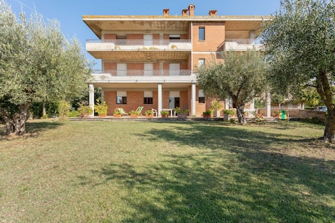 Cozy apartment with swimming pool and gym on Lake Trasimeno