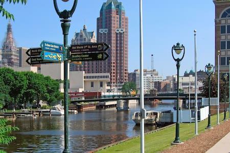 Stylish Charm in the Perfect MKE Location - Milwaukee - Departamento