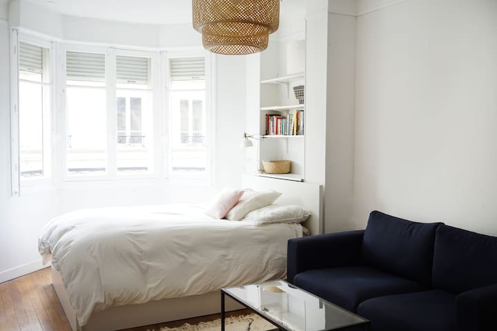 Light and comfy Parisian studio in Batignolles