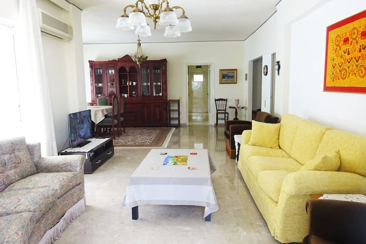 Spacious and Comfortable Apartment in Athens - Marousi - Apartamento