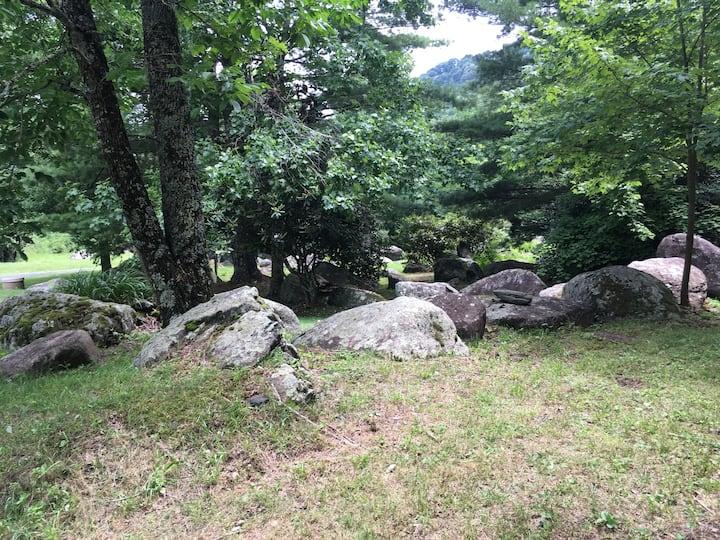 Creekside Farmhouse Hideaway