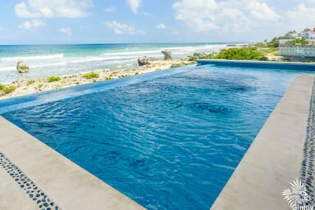 Dreamy 2 bd Ocean Front located Mid Isla Mujeres
