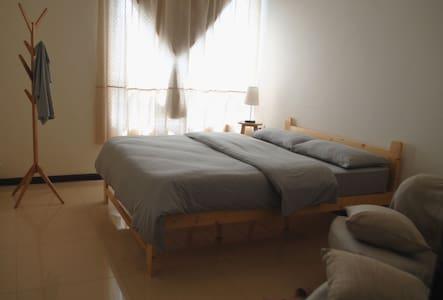 在桂林可看漓江、看山景的安静旅舍,简约独立房间(大床间) - Guilin - Apartamento