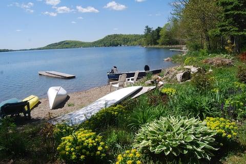 Entire Lakeside Cabin near the Bay, w/ Kayaks