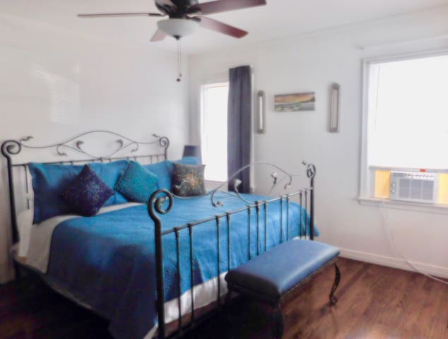 Spacious Guesthouse  for 4 Close to Downtown