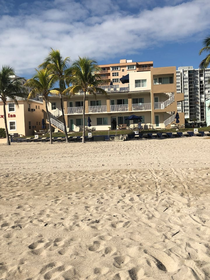 Spacious Suite For 4 on Hollywood Beach!