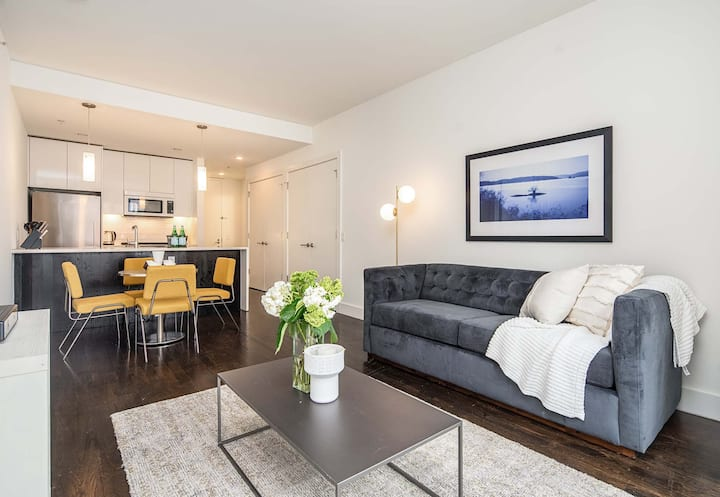 Gorgeous 2 Bedroom Across From Grove Path