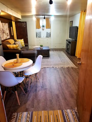 Cozy 1 bd apt steps from SUU & festival activities