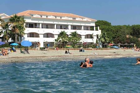 Joli appartement  avec piscine vue mer et montagne