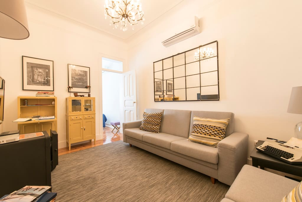 Sala de Estar com o Cofre/Living Room with the Safe