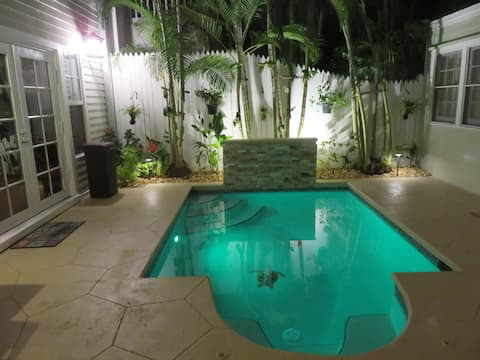 Heart of KW, Resort  RENOVATED, private pool wifi.