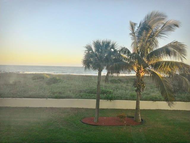 Direct Oceanfront Condo in Cocoa Beach!