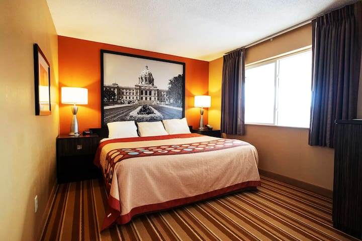 Sky-Palace Inn & Suites Blaine - Standard 1 Queen Bed Non-Smoking