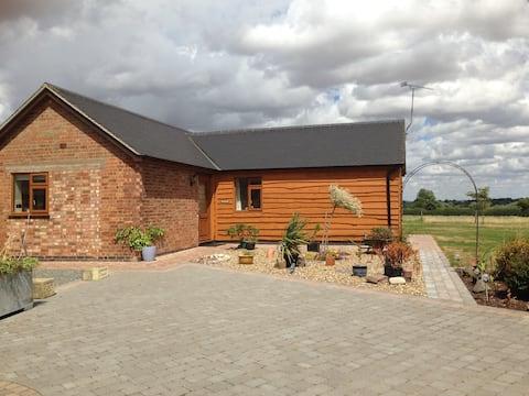 Willow Lodge位於房主住宅的地方。
