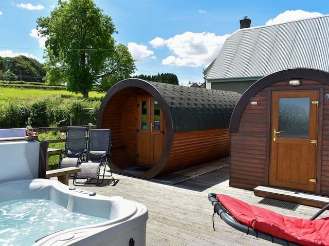 Rivendell Glamping Pods, Cornwall with hot tub