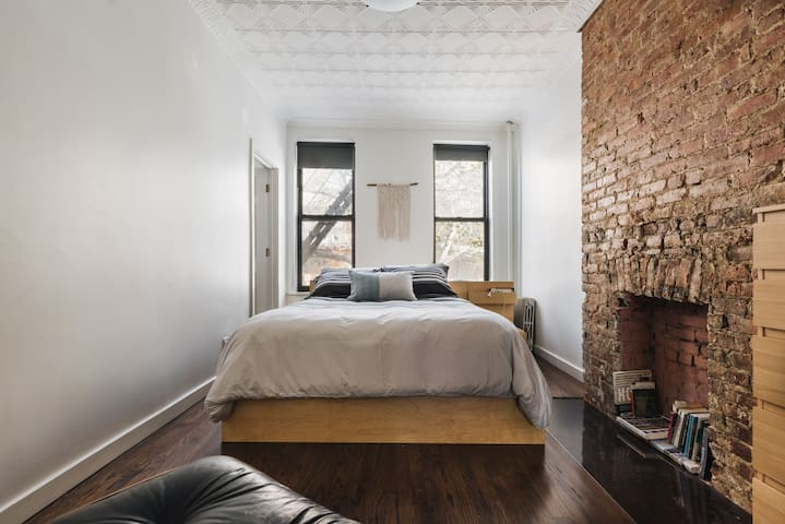 Large one bedroom in historic Clinton Hill