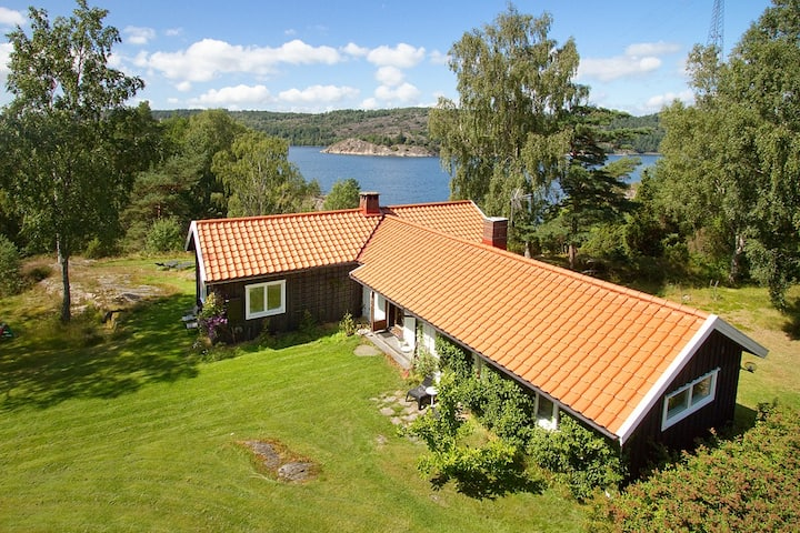 Sillervik, house by the sea