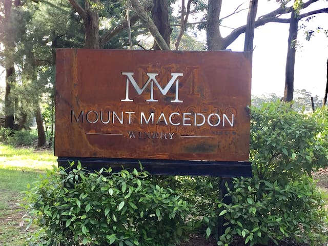 Mount Macedon Winery Retreat - Mount Macedon - Bed & Breakfast
