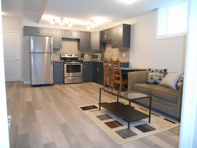 Cozy, Welcoming Suite in Cochrane - Cochrane - Flat