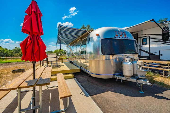 Fully Renovated Vintage Airstream