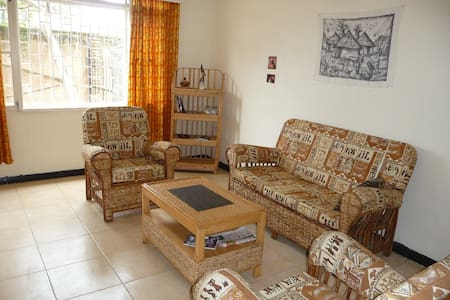 Sunshine House, secure, spacious Double, internet - Kampala