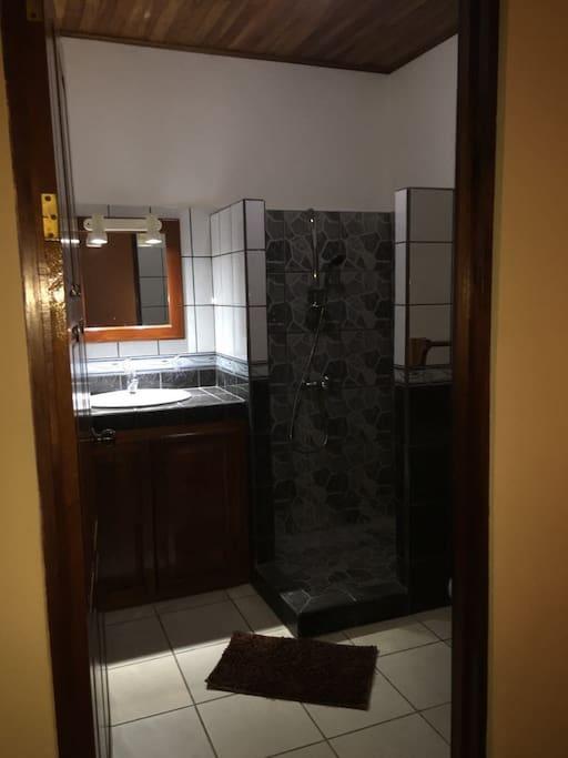 salle de bain individuel par chambre