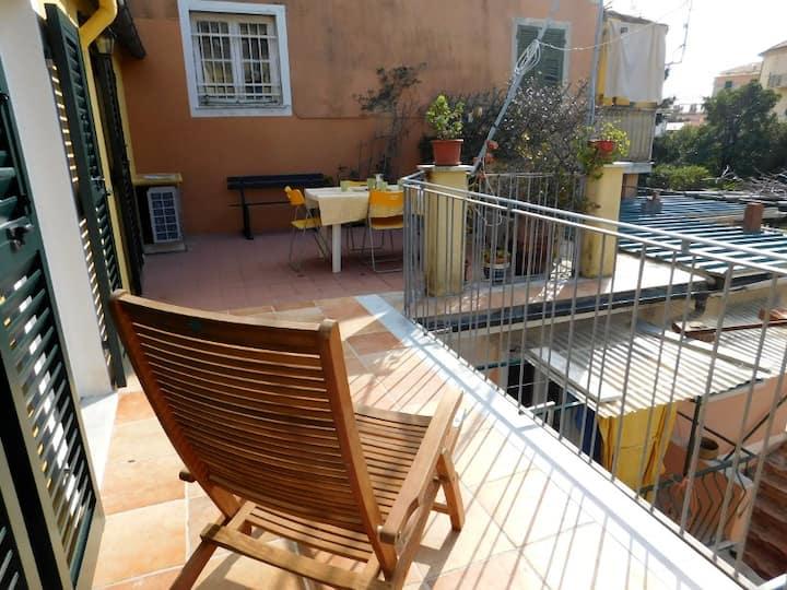 Centro storico con terrazza! (011017-LT-0393)