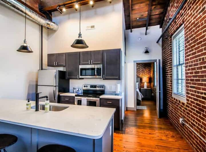 Queen Large Suite - The Lofts at Downtown Salem
