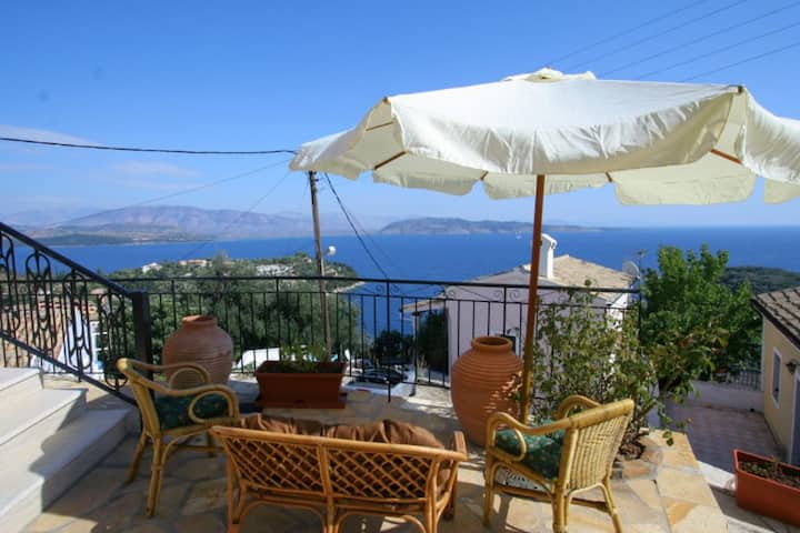 Villa Frosso: Large Private Pool, Walk to Beach, Sea Views, A/C, WiFi, Car Not Required              - 556